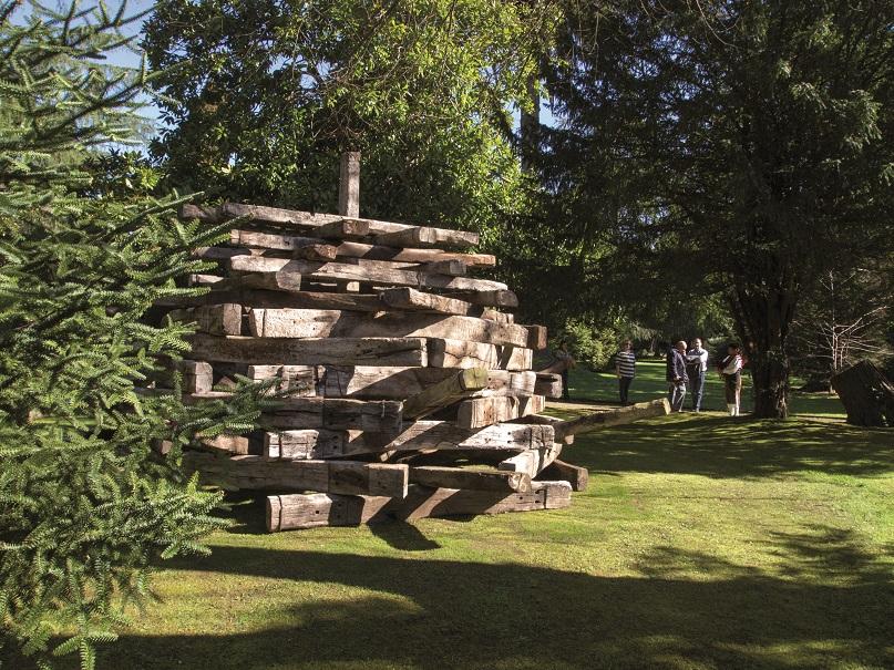 Escultura-traviesas-jardines-museo-Evaristo-Valle